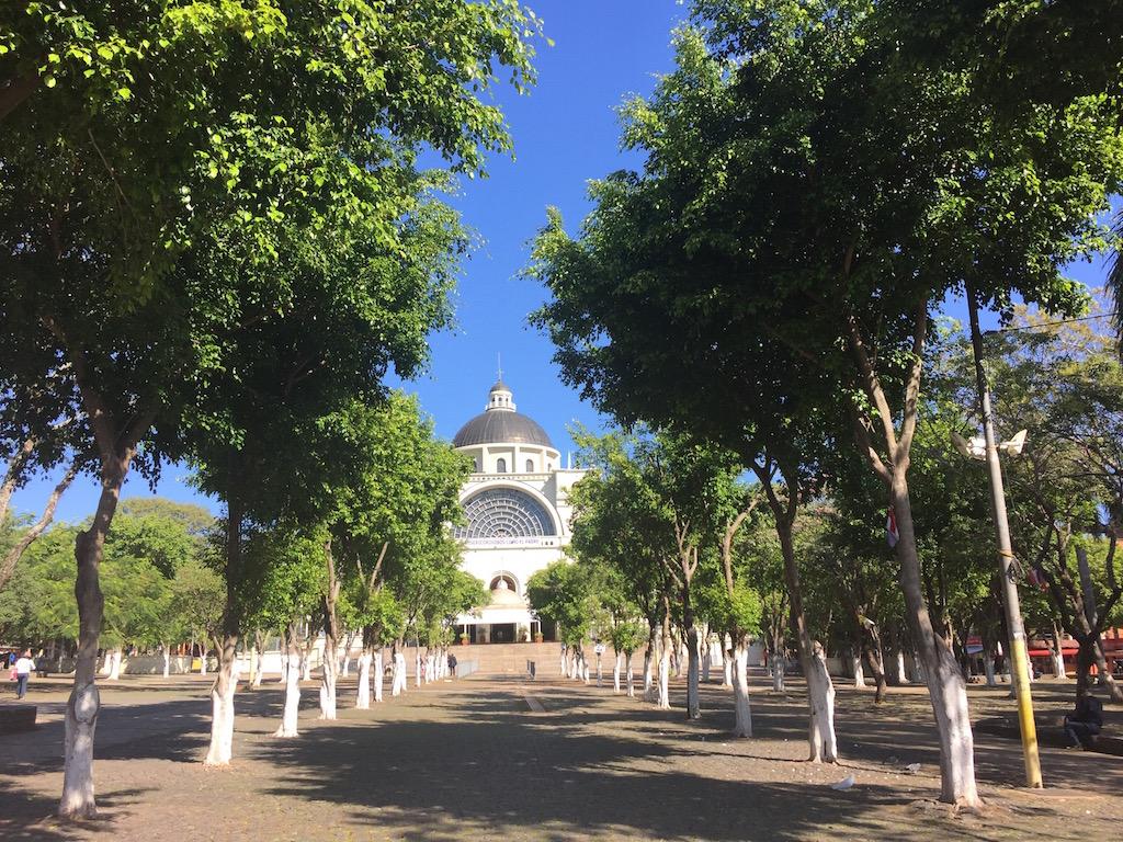 Kathedrale in Caccupé mit wunderschöner Kuppel - ein Aussichtspunkt