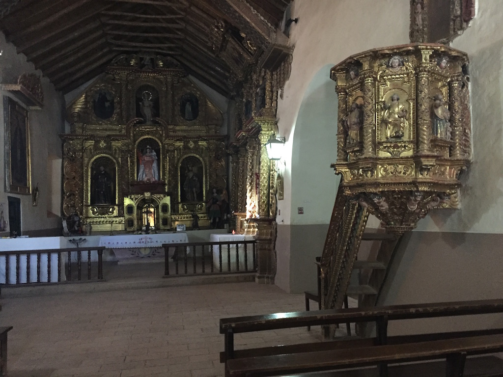 vergoldete Empore, vergoldeter Altar - eine unglaubliche Aura