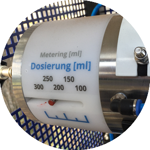 Exakte Dosierung von 100 - 300 ml Material pro Injektion
