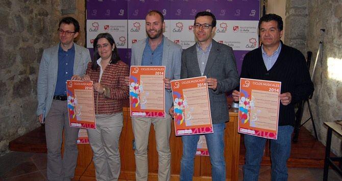 TOMAS(primero por la derecha), NUESTRO PRESIDENTE EN LA PRESENTACION DE LOS CICLOS MUSICALES 2014. CON LA CONCEJALA DE CULTURA Mª SONSOLES SANCHEZ-REYES Y MIEMBROS DE OTROS COROS .