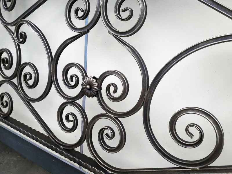 Покраска декоративных элементов с нанесением патины