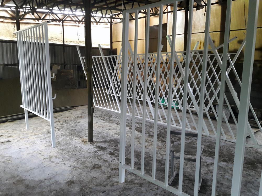 Перила с вертикальным заполнением для детского учреждения