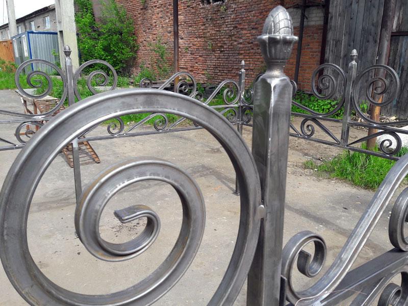 Ритуальная ограда из профильной трубы 25х25 мм