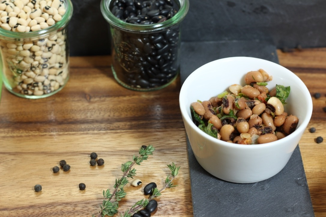 Lumpensalat - Mungobohnen sind äußerst eiweißhaltig und auch bekannt als die Urbohnen! Mit Kräutern und Essig.