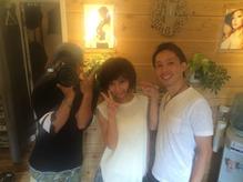 hair salon Aereのヘアスタイル撮影後のカメラマンとモデルさんとのオフショット