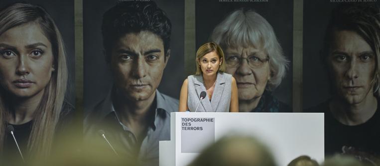 """Bildrechte: Jürgen Kramer: Wana Limar, Moderatorin von """"MTV Style"""", liest aus ihrem Buchbeitrag vor"""