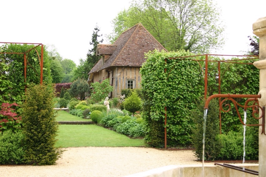 Visites lisieux et alentours gites lisieux site de for Piscine lisieux horaires