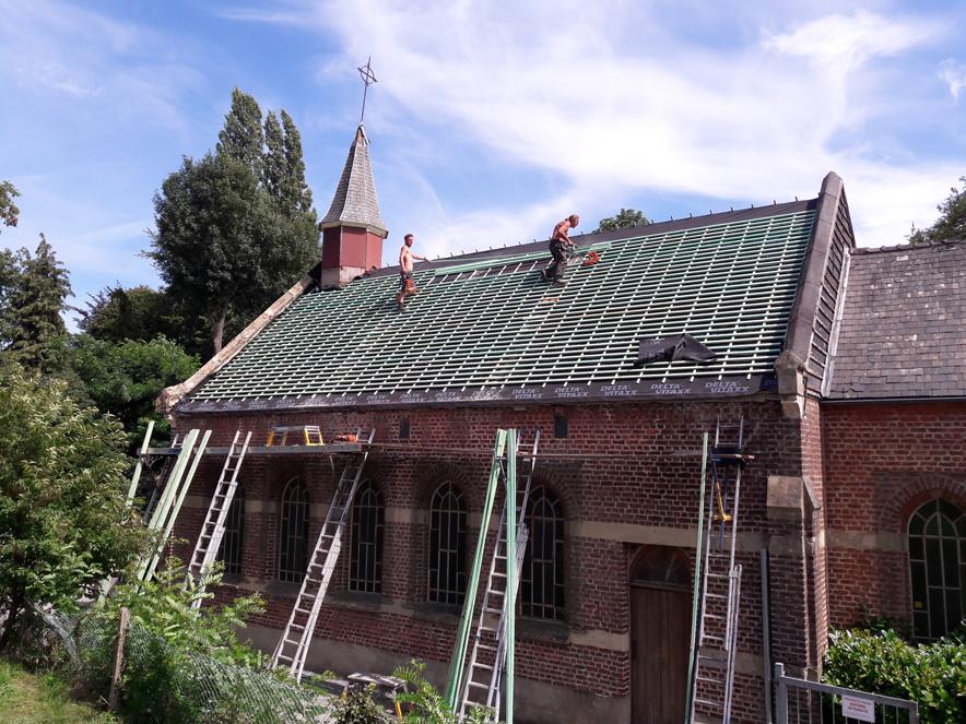 23-27/07/2020 La chapelle de Profondsart se recoiffe : nouvelle charpente, nouvelle sous-toiture, … le lattage pour accueillir la nouvelle couverture…