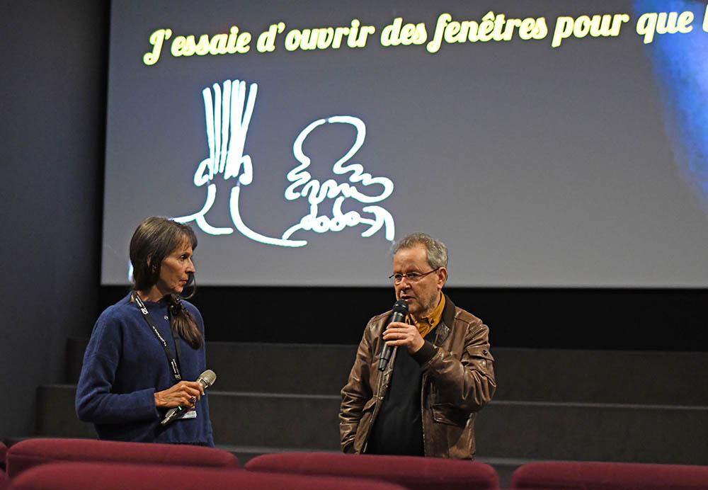 Le réalisateur Merzak Allouache et José Léandri présentant Enquête au Paradis