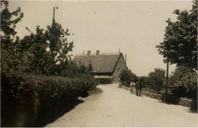 Blick von der Dorfstraße aus Richtung Gut kommend, ca. 1940