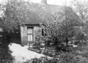 Kastanienallee 19, gebaut ca. 1900 ebenfalls als eine zum Gut gehörende Inste. Heute wohnt hier Familie Rehder.
