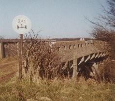Die alte Bokseer Eisenbahnbrücke befand sich kurz vor dem ADAC-Platz.