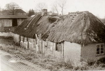 Kastanienalle 5, 7, 9: die Kate der Familie Repenning. Heute  wohnen hier die Familien Böhe, Schaeffer und Jurkschat.