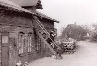 Kastanienallee 15, wurde ca. 1905 als zum Gut gehörende Inste  gebaut. Heute wohnt hier Andreas Krell.
