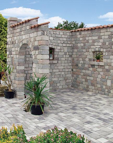 Keltensteig dolomit-marmoriert, Reihenverband und Betonura bunt