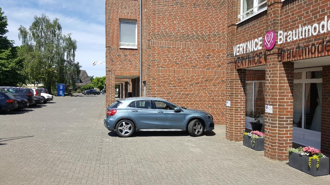 Einfaches Parken bei VeryNice Brautmode direkt vor dem Ladengeschäft