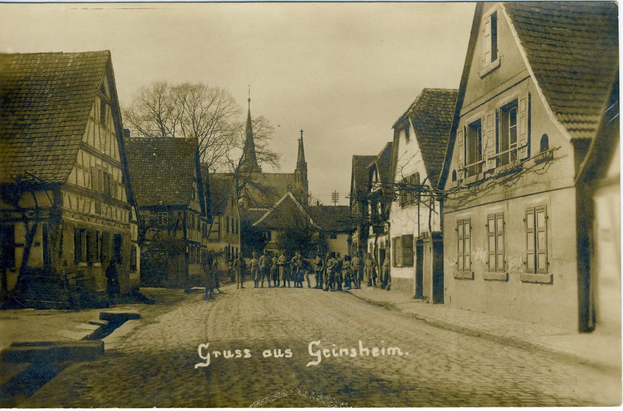 Unterdorfgasse (Hauptstraße) mit französischen Soldaten,
