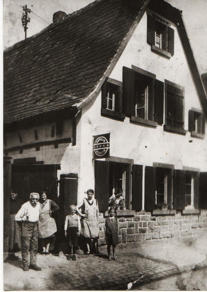Haus Eduard Kästel mit Familie, Gäustraße