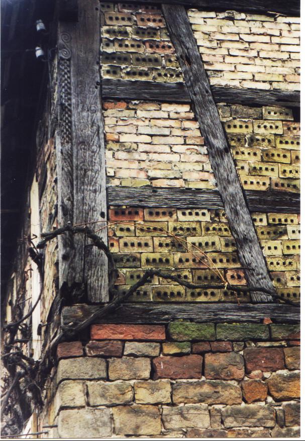 Pfosten von Rathaus von 1594, verbaut an Fronmühle