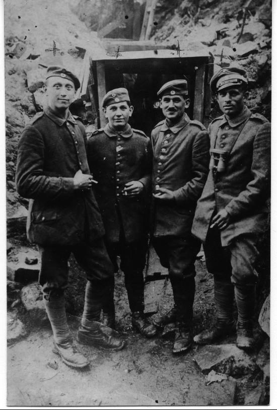 Wilhelm Weber mit Kameraden