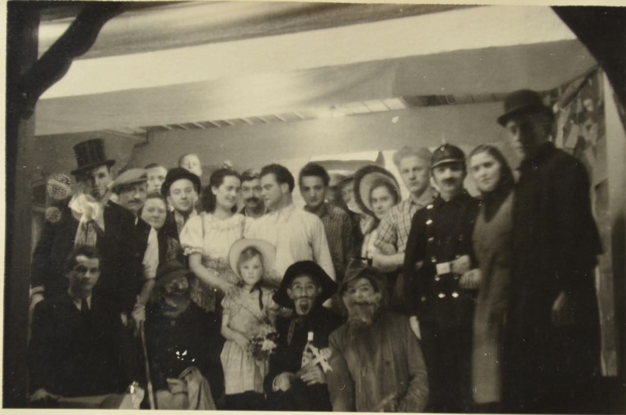 Theatergruppe u.a. mit Oskar Adam, Hermann Nebel, Emil Henrich, Oskar Kästel, Günter Stadler, Katharina Röther, Rudolf Leibig,