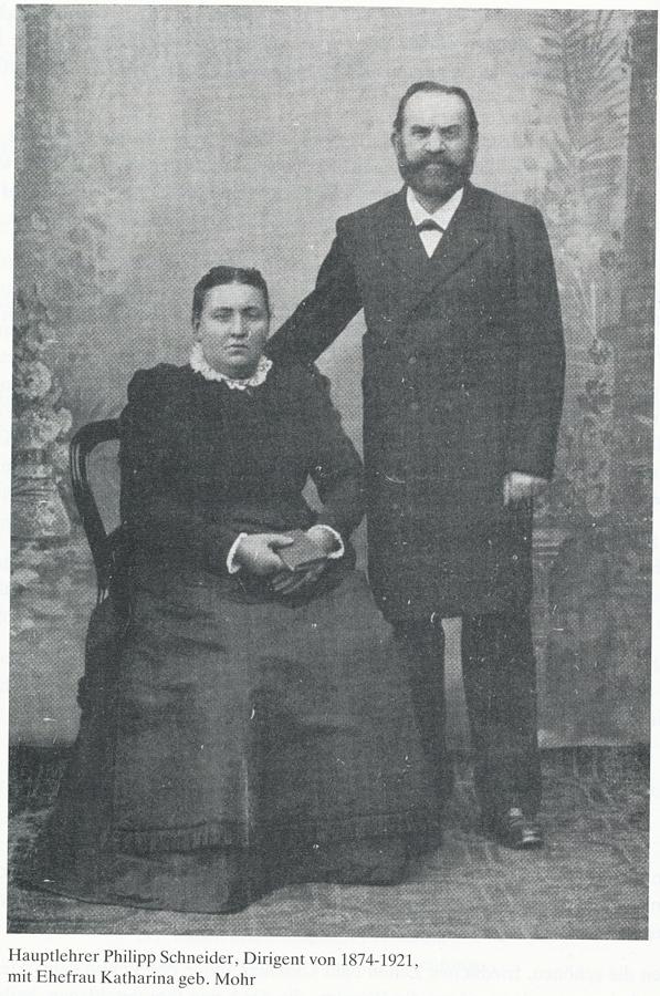 Hauptlehrer Philipp Schneider, Dirigent von 1874-1921, mit Ehefrau Katharina geb. Mohr