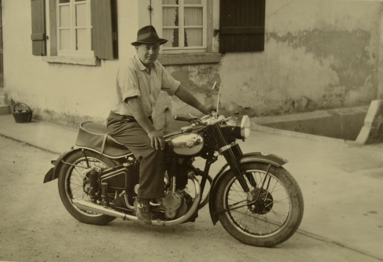 Günter Stadler auf einer NSU Konsul im Jahr 1956