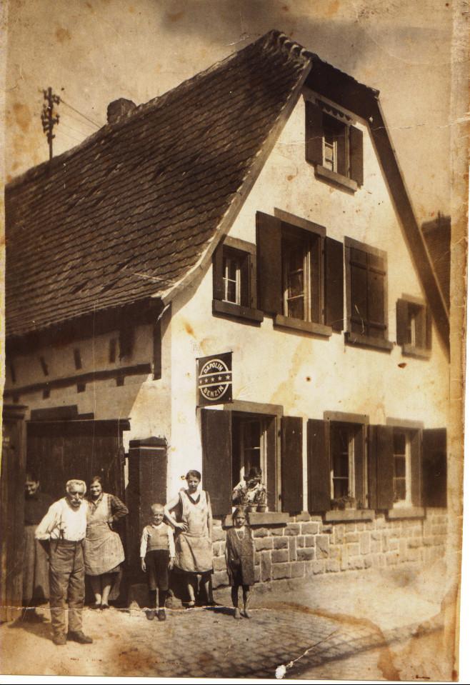 Kästel Eduard und Familie in der Gäustraße 56, jetzt Famile Schiwek