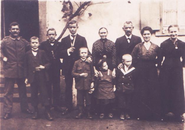 Jakob Kästel mit Familie aus Mingolsheim, Vorfahre des Zweiges B der Kästel