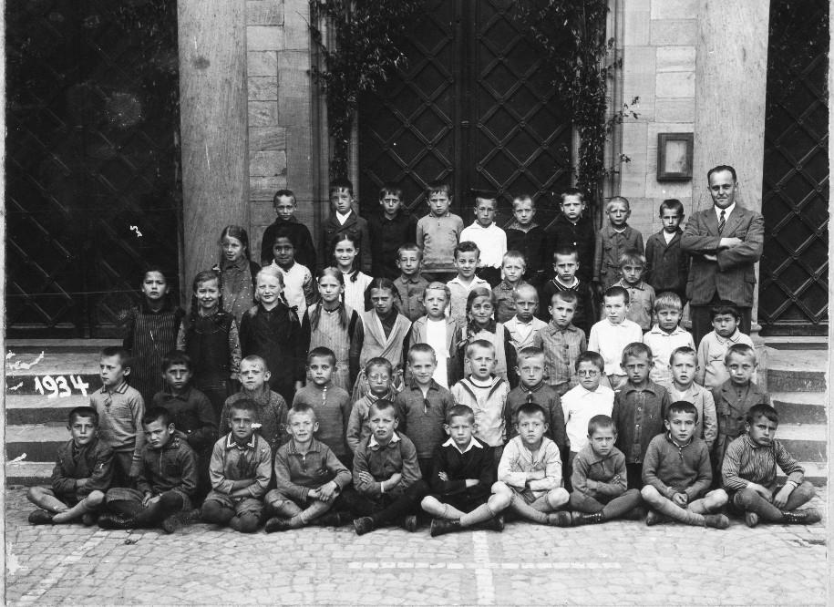 Geburtsjahr 1926, sw, Klassenbild von 1934 (Günter Stadler in Bildmitte)