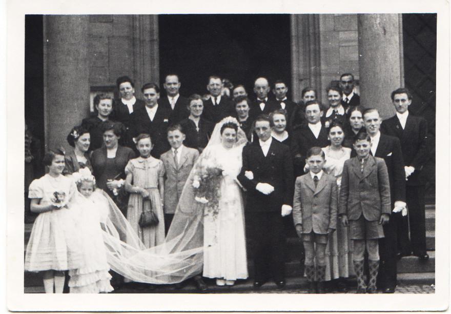 Appel Willi mit Maria und Mitgliedern der Familien Appel und Kästel