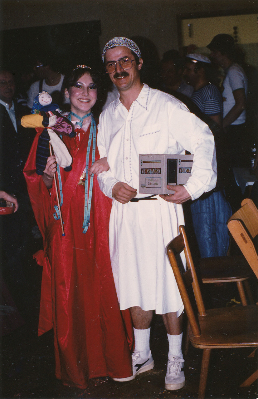 Närrische Singstunde 1983 mit Sitzungspräsident Linn-Schwechheimer und seiner Tochter Astrid
