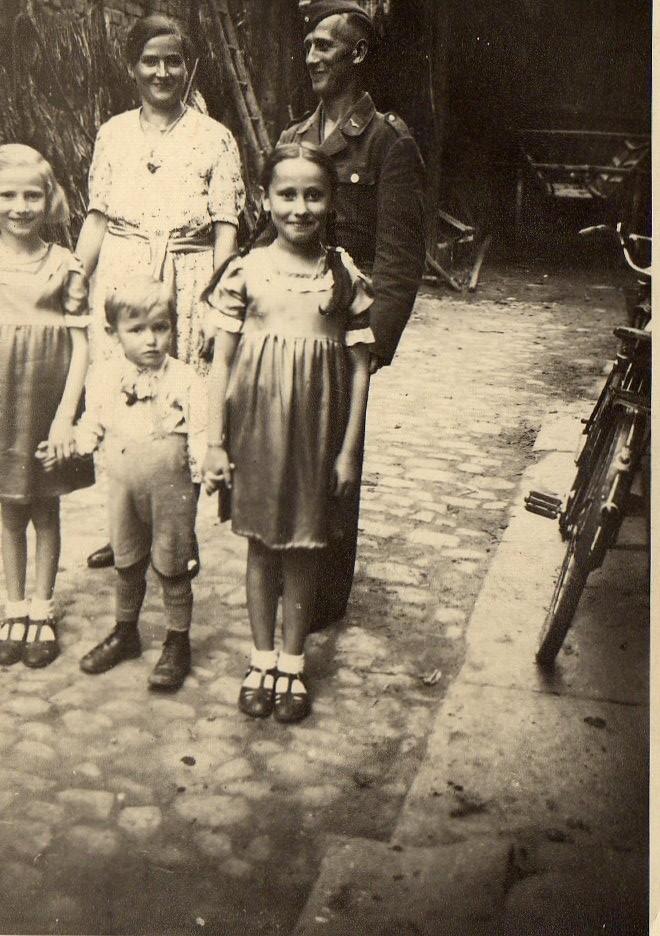 Familie Georg und Anna Hilschmann mit den Kindern Maria, Anita und Oswald