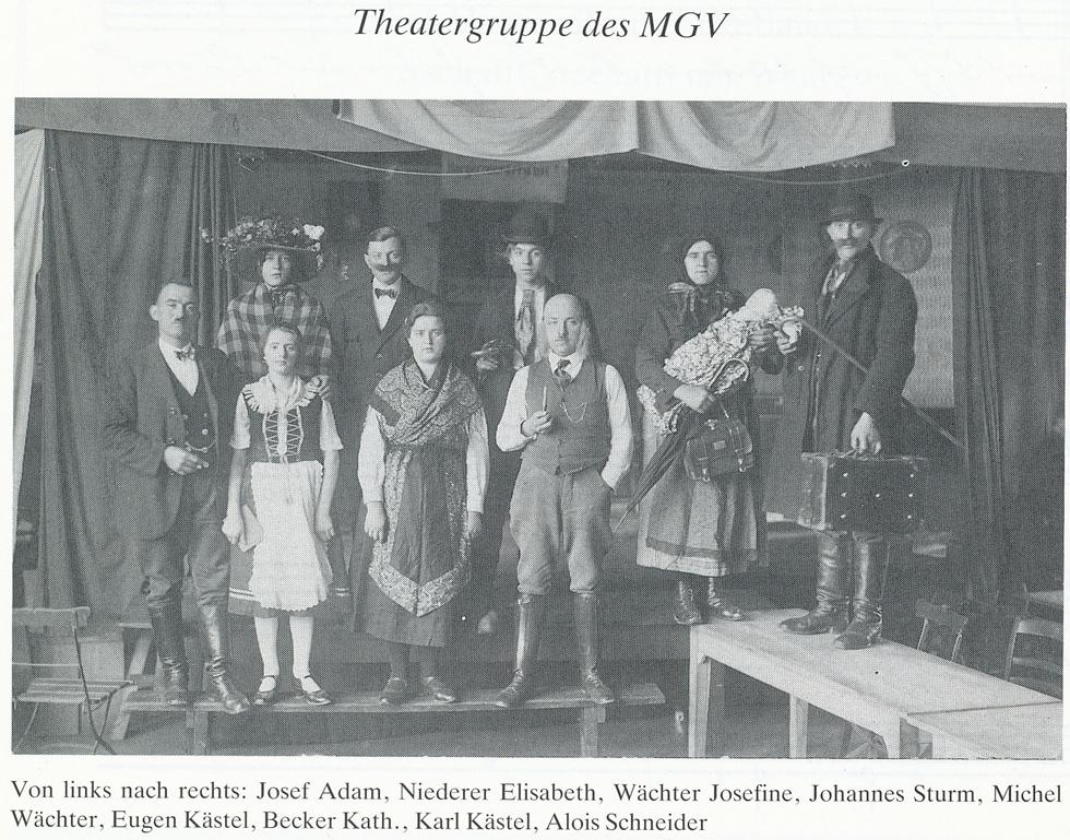 Theatergruppe MGV: l. nach r., Josef Adam, Elisabeth Niederer, Josefine Wächter, J. Sturm, M. Wächter, E. Kästel, Kath. Becker, K. Kästel A. Schneider