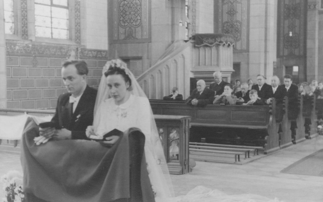 Kirchliche Hochzeit: Ehepaar Sprißler Ludwig und Rita geb. Appel, Spanier Franz, Sprißler Jean, Weber Otto
