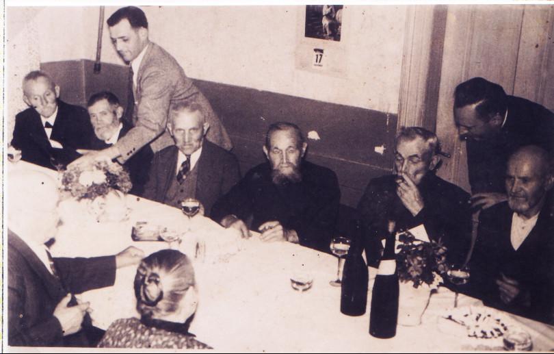 Altennachmittag mit Bürgermeister Karl Ramsel und Pfarrer Rieder: v.l. Michael Henrich, Jean Nett, Franz Kästel, Josef Funk, Jakob Funk, Christoph Wächtler,