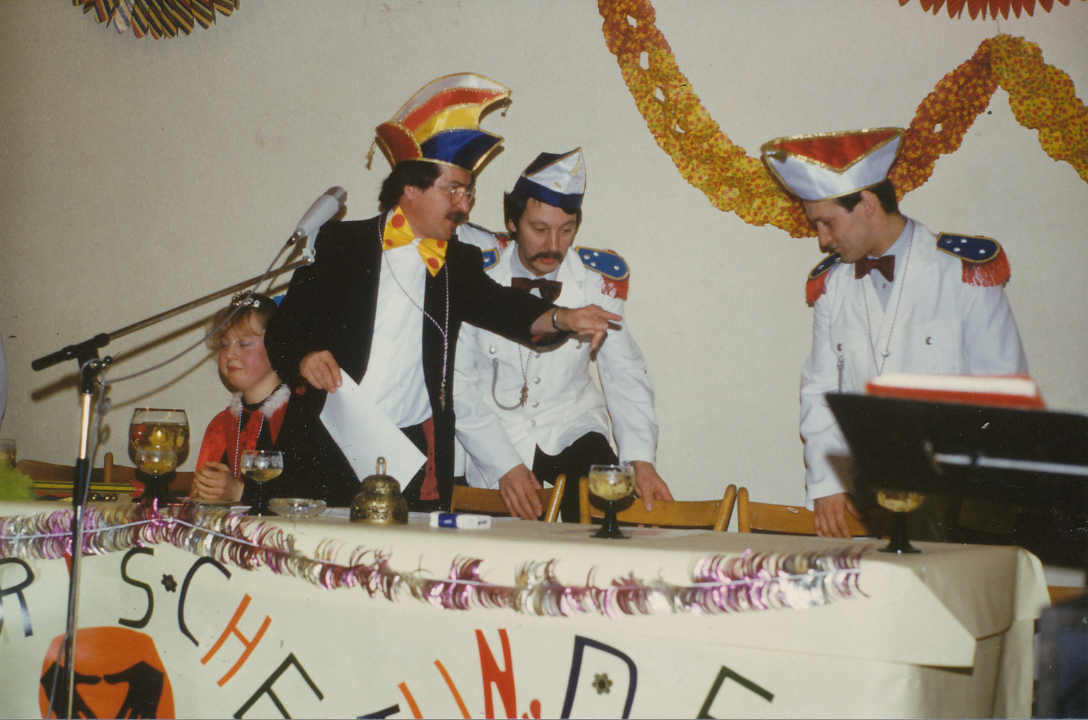 """""""Närrische Singstunde 1988 mit Linn-Schwechheimer als Sitzungspräsident"""
