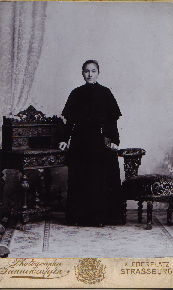 Elisa Steinmetz als Postulantin