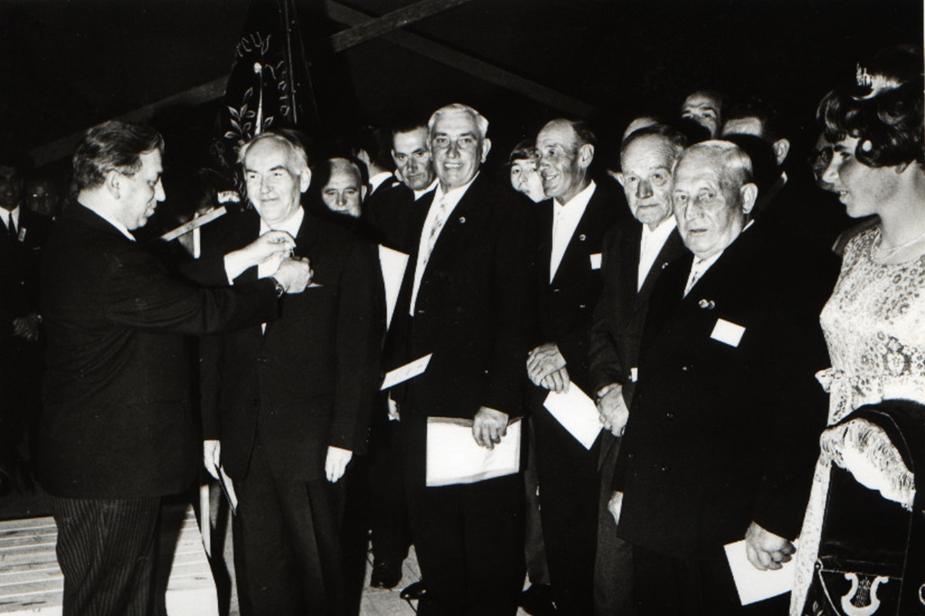Ehrung durch Sängerbund 1968 (100jähriges Jubiläum des MGV)