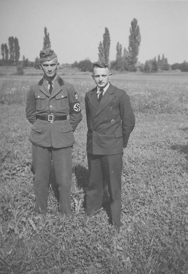 Hermann Schaaf rechts mit Arbeitsdienstkamerad
