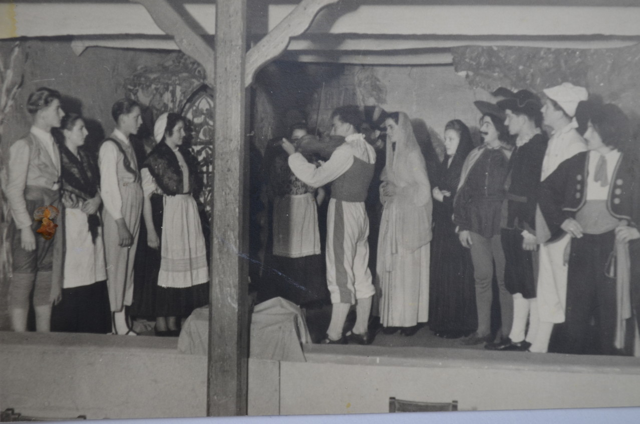 "Theatergruppe ""Geigerlein"" mit Fritz Weber als Titelhelden Anfang 1950"