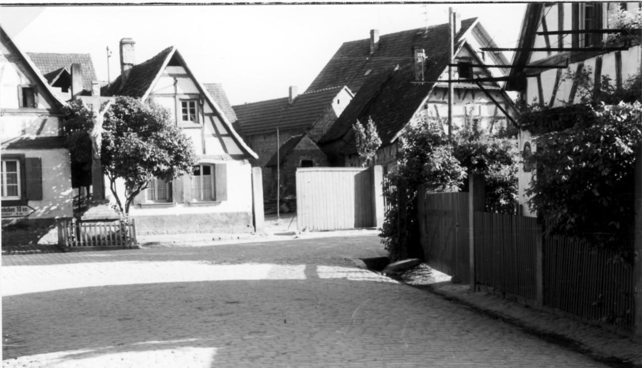 Sicht auf Kreuz  in Bahnhofstraße, Geitherstraße, 1833 aufgestellt