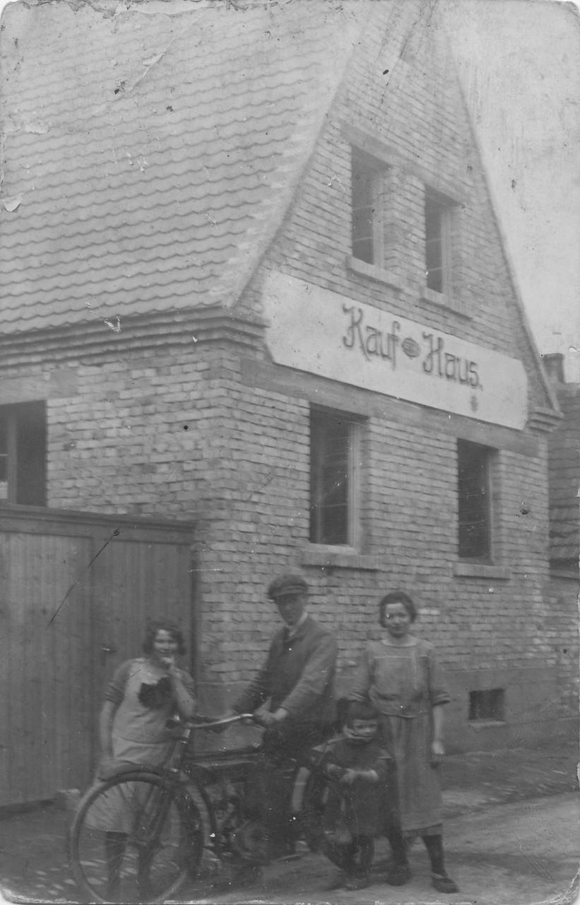 Früheres Kaufhaus Robert Hoffmann in Gommersheimerstraße, das von Bernhard Albrecht gebaut worden war