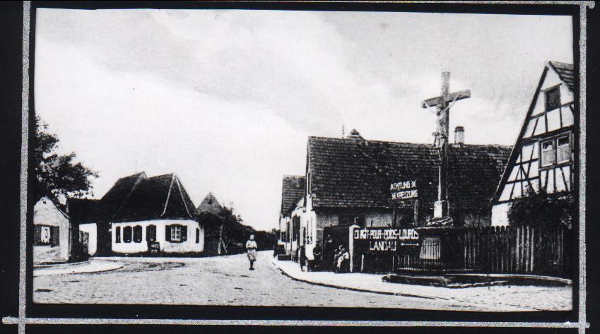 Am Kreuz von 1836 an Straße nach Speyer, ca. 1920