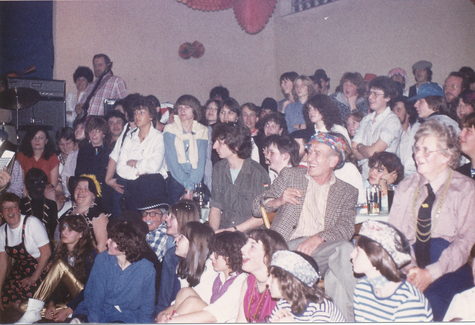 Närrische Singstunde 1982 mit Philipp Adam im Publikum