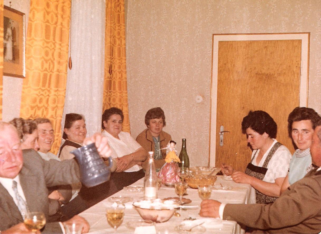 Katharina, Pauline und Maria Kästel, Inge, Frieda Kästel und Erna Mohr