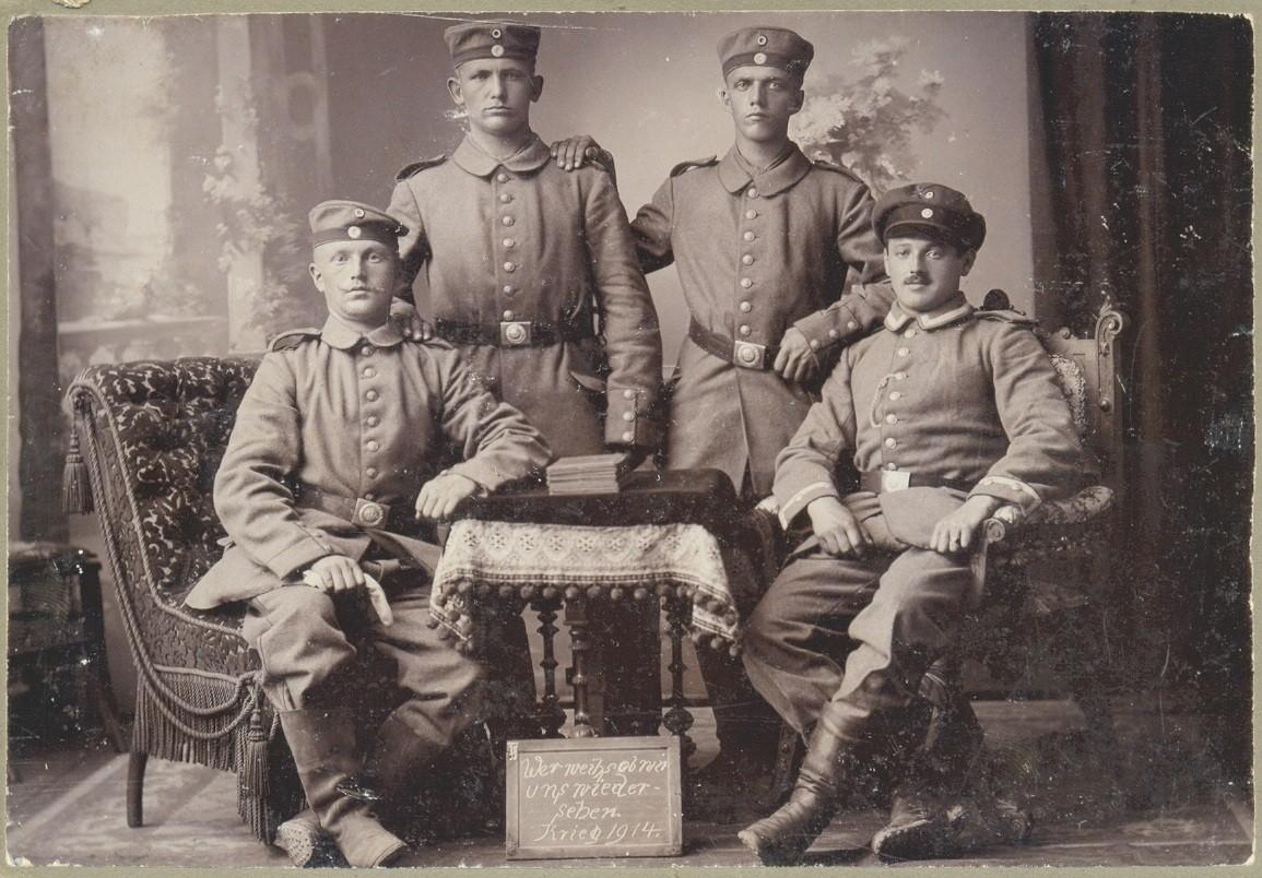 Erich Niederreuther mit Dienstgrad Major (rechts) und 3 unbekannten Kameraden