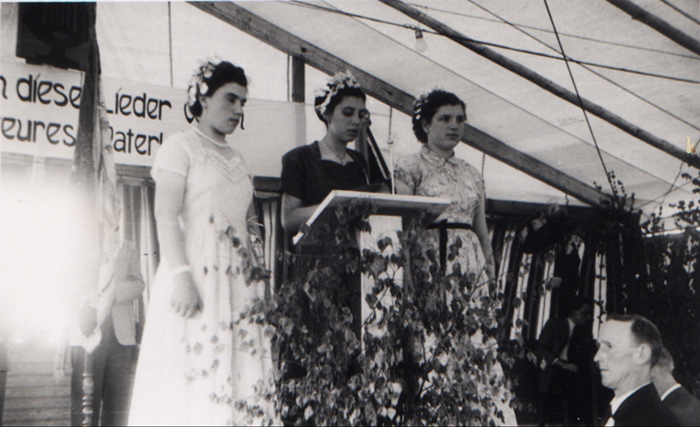 Die Ehrendamen Lydia Adam, Ännchen Vogelgesang, Hildegard Schlosser beim 85jährigen Stiftungsfest 1953