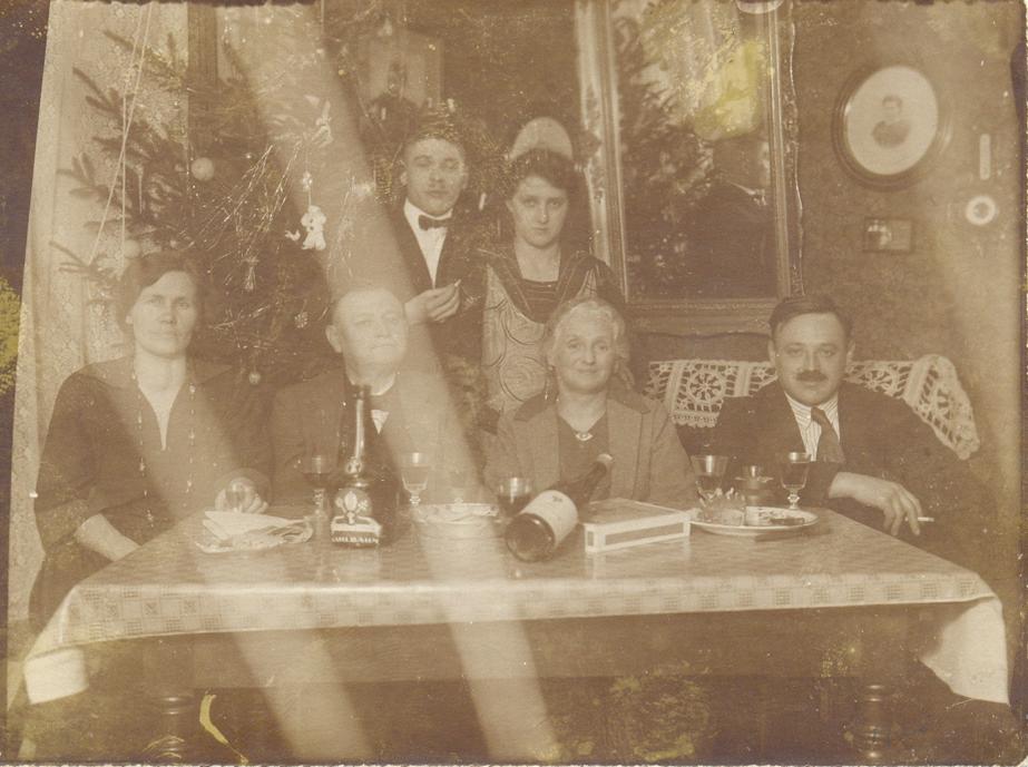 Erich Niederreuther + Mina mit Eltern , Schwester Hedwig+Schwager (oben)