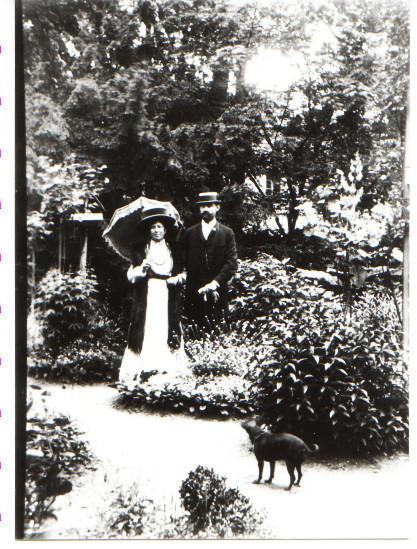 Ehepaar Thirolf im Park (jetziger Parkplatz vor Festhalle)